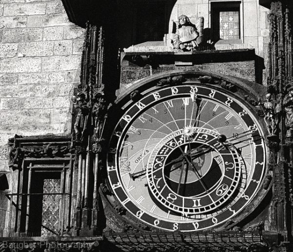 astronomical-clock-old-town-square